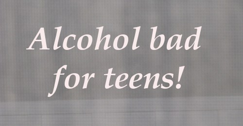 affects of alcohol on teenagers When we think of alcohol we think of parties, having fun, and the possible effects alcohol does to us alcohol affects many young and old users most commonly users of alcohol today are teenagers.
